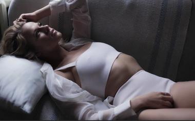 Александра Ребенок в нижнем белье.
