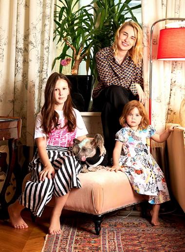 Валерия Гай Германика с дочками.