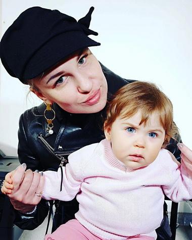 Валерия Гай Германика с дочкой Севериной.