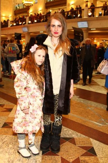 Валерия Гай Германика с дочкой.