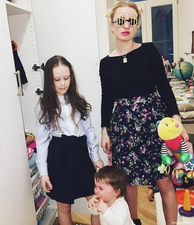 Валерия Гай Германика и ее дочери.